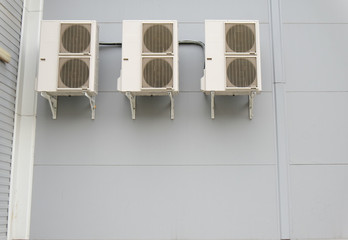 Splyt systems on a wall of modern building