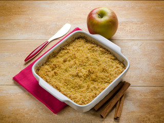 apple crumble with cinnamon
