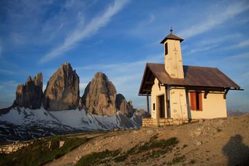 chiesetta e tre cime di Lavaredo (Dolomiti)