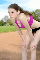 Leichtathletin erschöpft nach Sport und Lauf