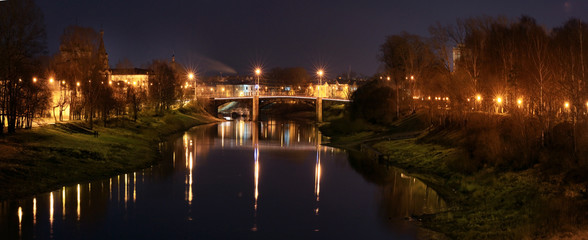 night view of the city river bridge