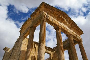 Руины храма Сатурна в Дугге, Тунис
