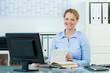 canvas print picture - businessfrau blättert in einem buch