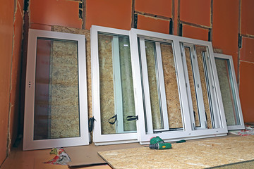 Installation of plastic windows in the frame house