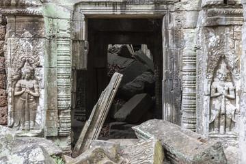Eingestürzte Mauer im Tempel Ta Prohm in Angkor