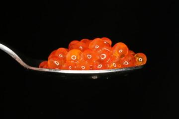 kaviar auf löffel