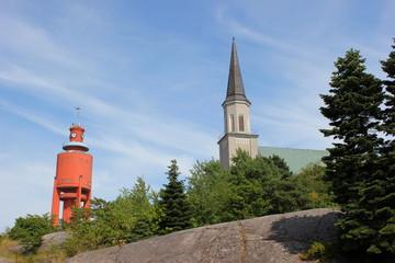 Wasserturm und Kirche im finnischen Badeort Hanko (Hangö)