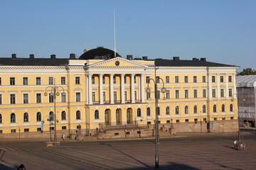 Der berühmte Senatsplatz von Helsinki mit dem Senatsgebäude