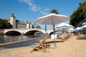 pont et plage de Paris