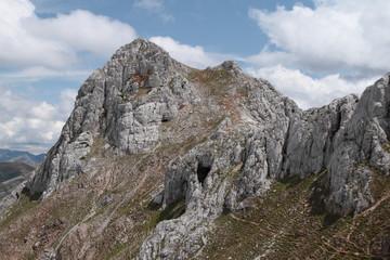 Pico Bodón y La Cuevona. Montaña Leonesa. Cordillera Cantábrica.