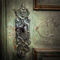 dettaglio serratura porta antica
