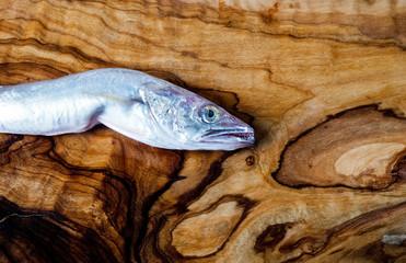 Fisch auf einem Brett