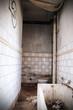 canvas print picture - verfallenes Badezimmer