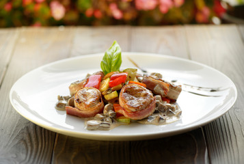 Medallions grilled with vegetables