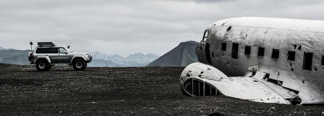 Flugzeugwrack - Lava - Meer - Eis