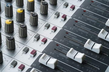 Integrated amplifier and equalizer mixer switch, sound equipment