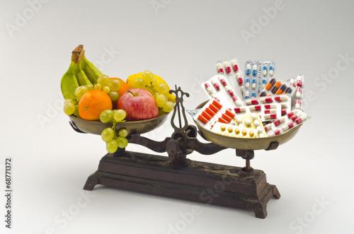 Healtyy food versus medical pills. Plakat