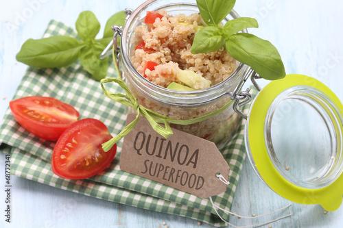 Plexiglas Salade Quinoa Salat im Glas