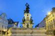 Leinwanddruck Bild - Herkules Brunnen in Augsburg bei nacht
