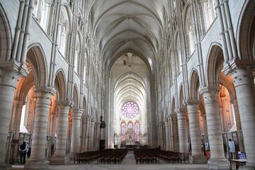 intérieur de cathédrale de laon