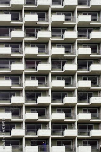 canvas print picture Hochhausfassade mit Bauarbeiter