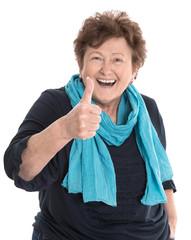 Glückliche Seniorin: Großmutter isoliert mit Daumen hoch