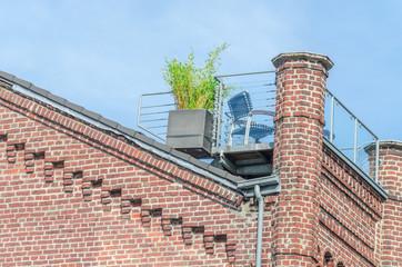 Altbaufassade mit Dachterrasse