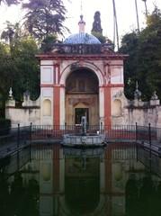Bassin à l'Alcazar de Séville