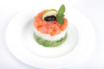 Салат из риса и рыбы с лаймом