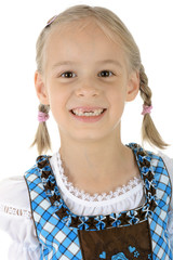 Kind in Dirndl zum Oktoberfest trägt Zöpfe