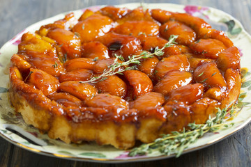 Summer pie with peaches and thyme.