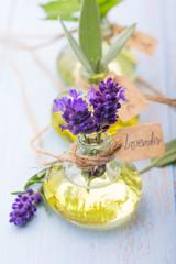 Lavendelöl, Salbeiöl und andere Kräuteröle