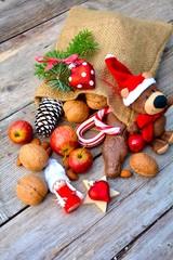 Jutesack mit Obst und Nüssen
