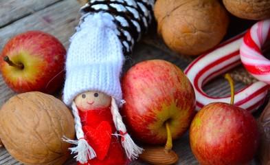 Obst und Nüsse zur Weihnachtszeit