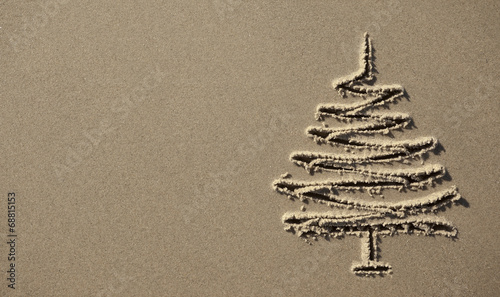 Foto op Aluminium Strand images christmas tree in the sand