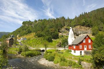 steindalsfossen, landschaft mit wasserfall in norwegen