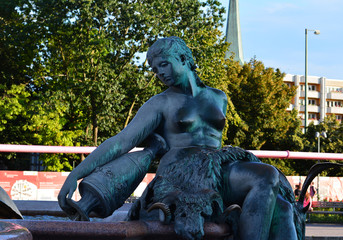 Frauengestalt Neptunbrunnen Berlin