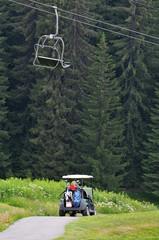 Voiturette de golf en montagne