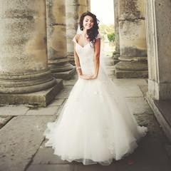 stylish brunette bride between columns
