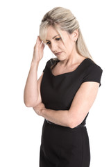 Migräne Patient: Deprimierte verzweifelte Frau isoliert auf Weiß