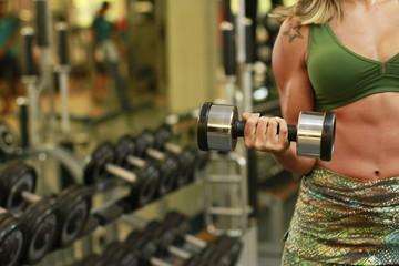 woman practing biceps in the gym