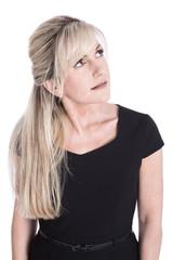Portrait: Frau blond isoliert schaut neugierig zur Seite