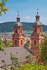 BarockeKirchtürme in der Altstadt von Miltenberg in Unterfranken