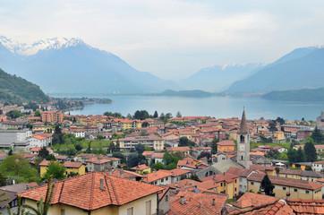 Vista de Gravedona. Alto Lago di Como. Lombardia. Italia