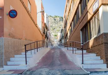 calle con escaleras