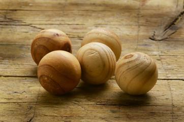 Wooden spheres Drewniane kule Holzkugeln Sfere di legno