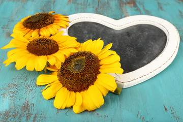 Beautiful sunflowers blackboard blank on wooden background