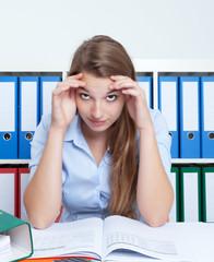 Studentin im Prüfungsstress