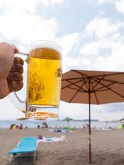 ビーチで飲む生ビール