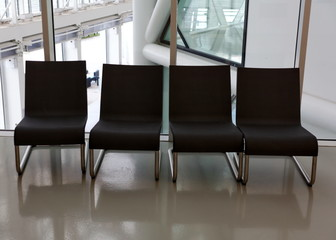 quatre chaises noires